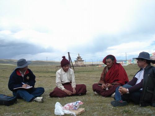 措瓦嘎则寺(黄河源头鄂陵湖畔),2009年9月6日,张小敏摄