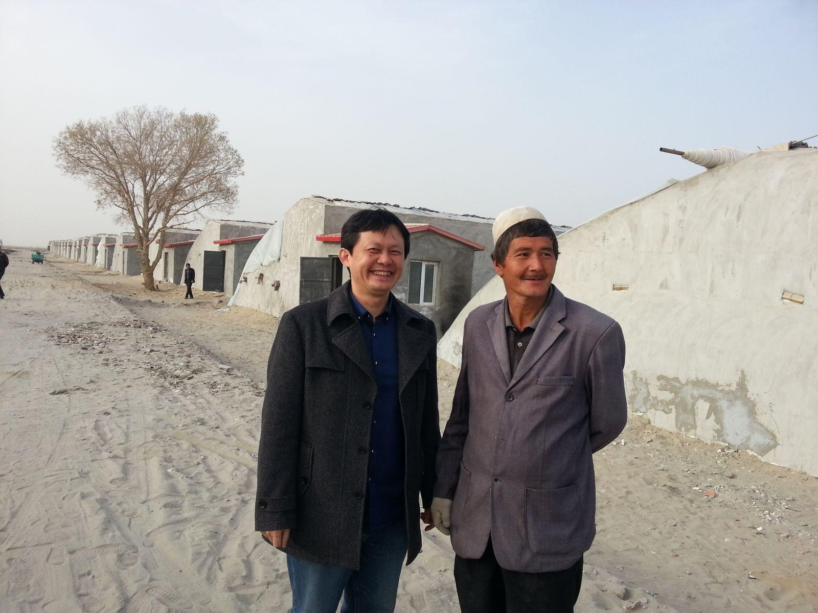 在新疆和田访问农户(2015年3月24日,张继焦)1