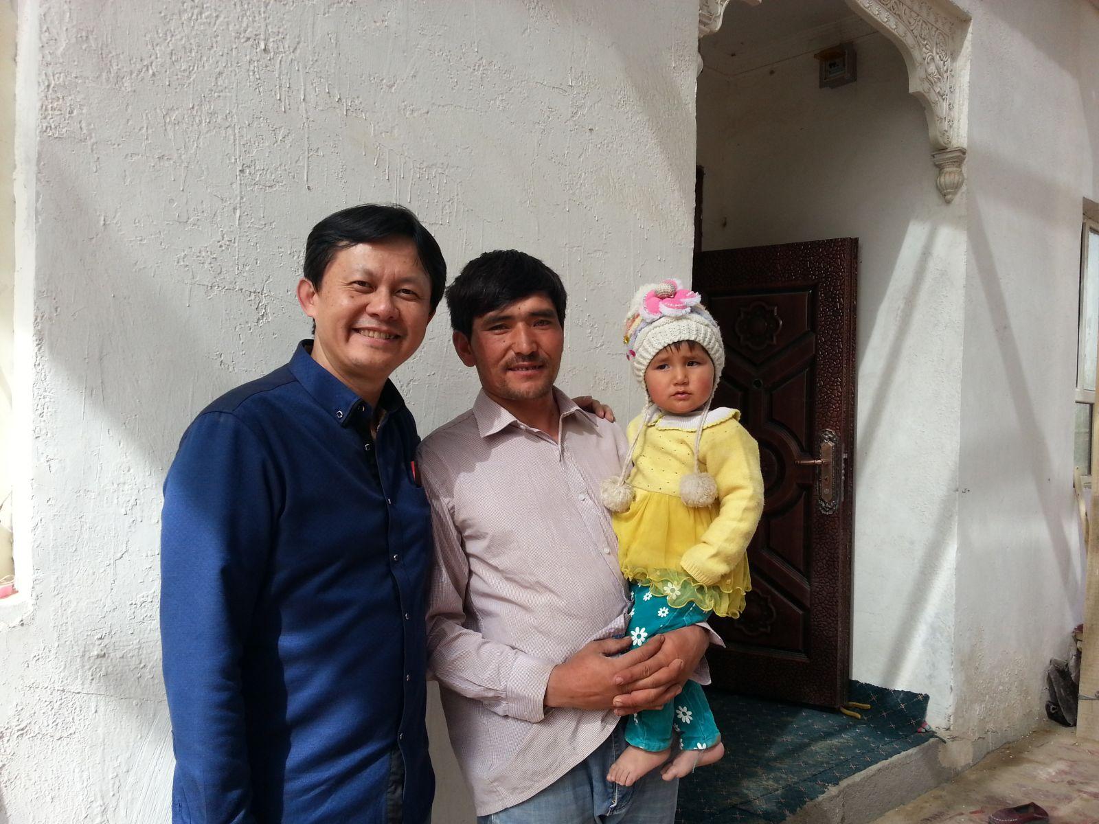 在新疆和田访问农户(2015年3月24日,张继焦)3