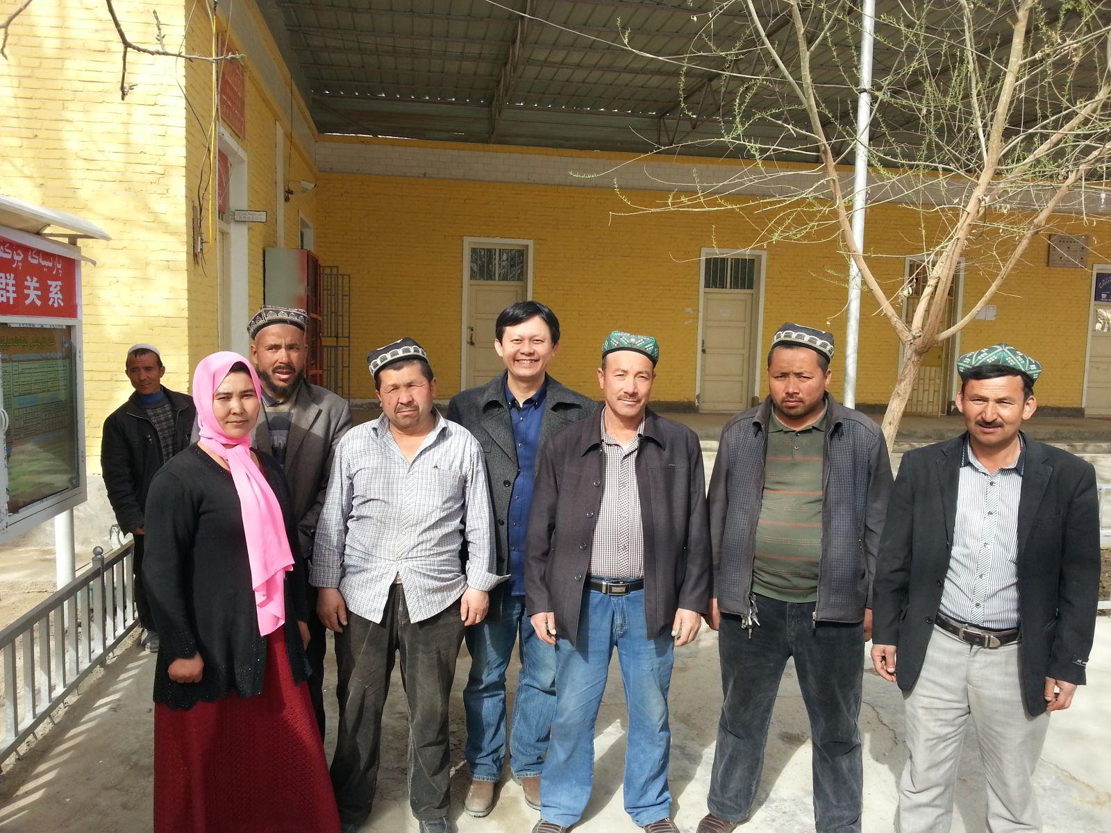 在新疆和田访问农户(2015年3月24日,张继焦)4
